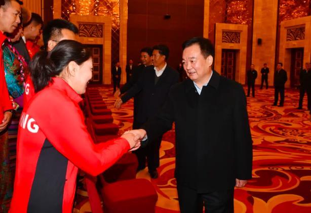 王君正会见第十四届全国运动会西藏获奖运动员教练员及工作人员